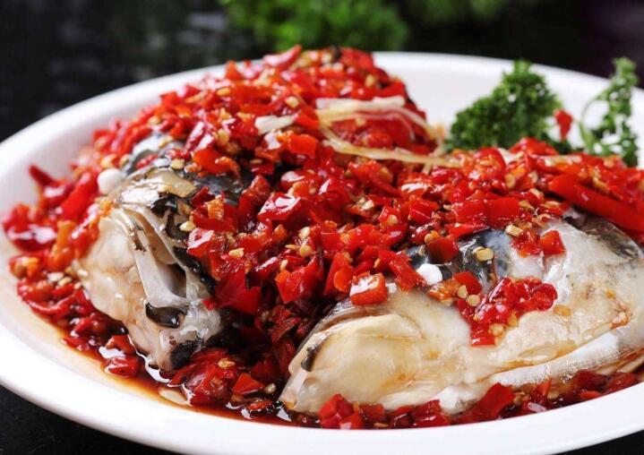 剁椒鱼头的烹饪步骤分享