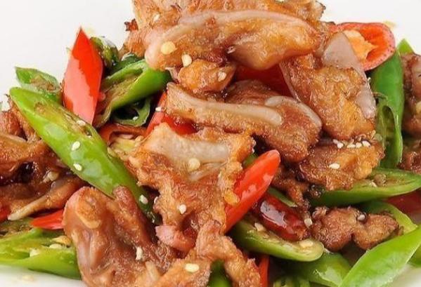 青椒烧脆骨这道家常中餐菜你会制作了吗